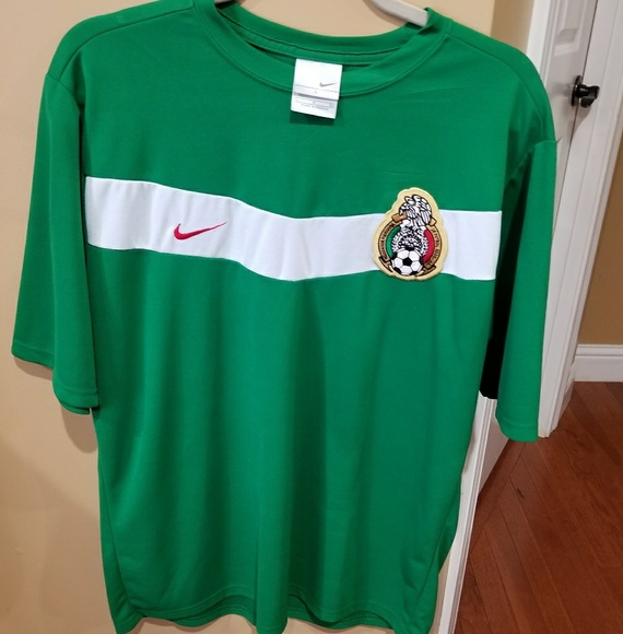 efad88775 Vintage VTG NIKE Mexico soccer jersey size L large.  M 5ad3b82adaa8f6a22c09e124